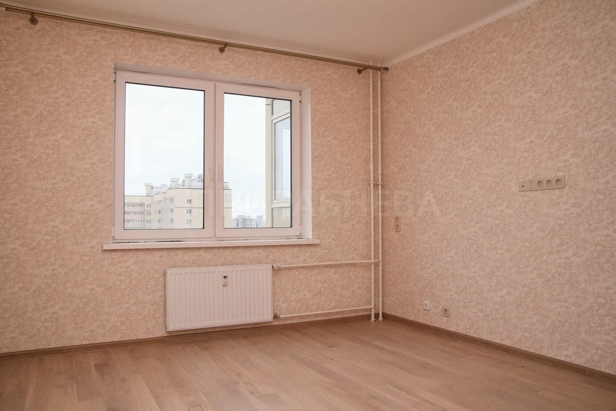 Спальня в нежных бежево-розовых оттенках