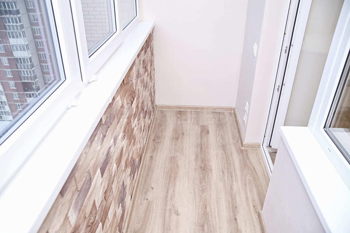 Отделка балкона под ключ в новостройке - Прораб Нева